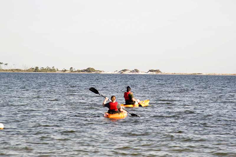 2 girls canoeing in ocean